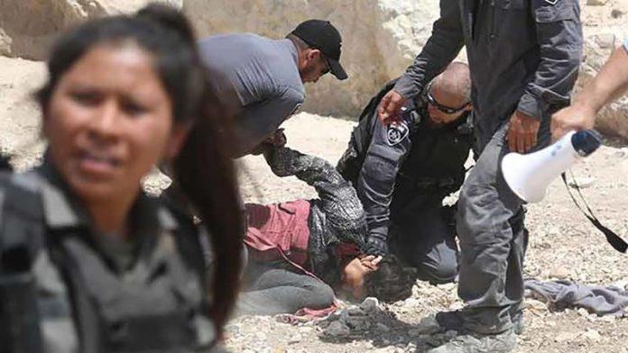فلسطینیوں پر صیہونی فوجیوں کا حملہ