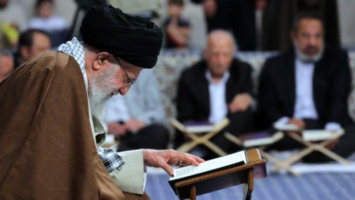شیاطین اور کفار پر غلبہ پانے کا واحد راستہ قرآن پر عمل اور استقامت ہے ، رہبرانقلاب اسلامی