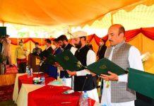اسلامی تحریک پاکستان گلگت بلتستان کے رہنما محمد علی قائد نے نگراں وزیر کا حلف اٹھا لیا