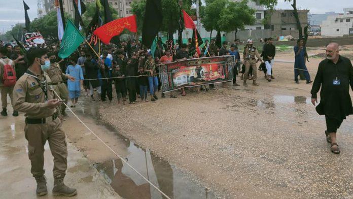 کراچی شدید بارشوں کے باوجود جلوس عزا جاری ہزاروں سوگوار شریک