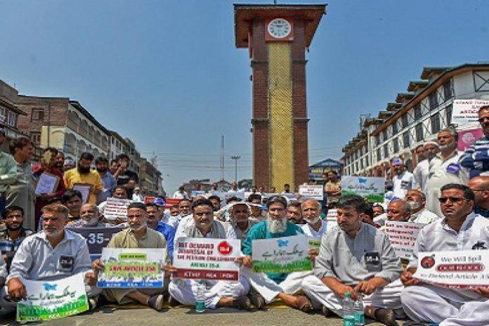 مقبوضہ کشمیر میں مسلمان اکثریت کو اقلیت میں بدلنے کی بھارتی گھناؤنی حکمت عملی